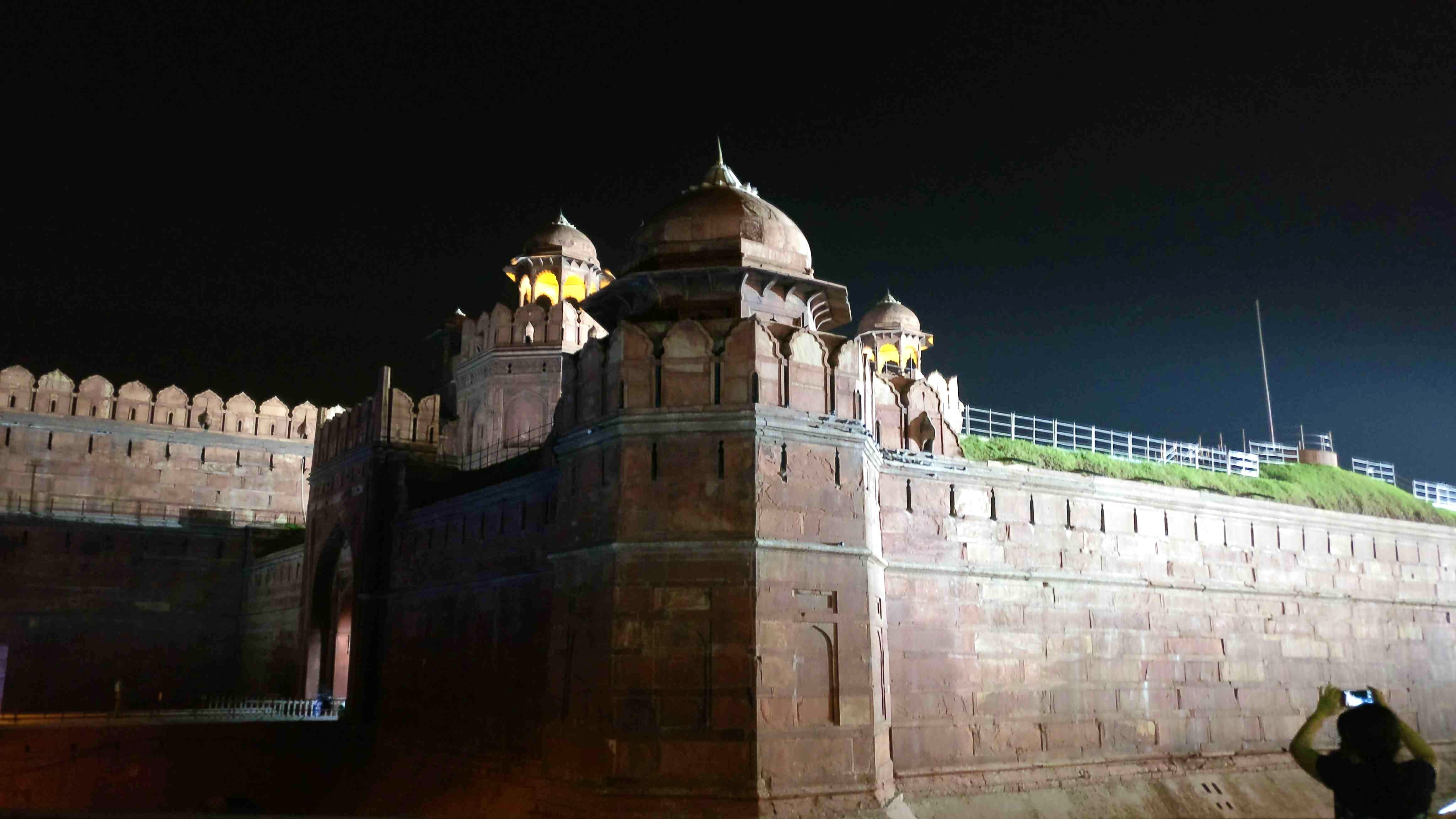 Landmark,Night,Fortification,Architecture,Wall,Building,Castle,Historic site,Palace,City