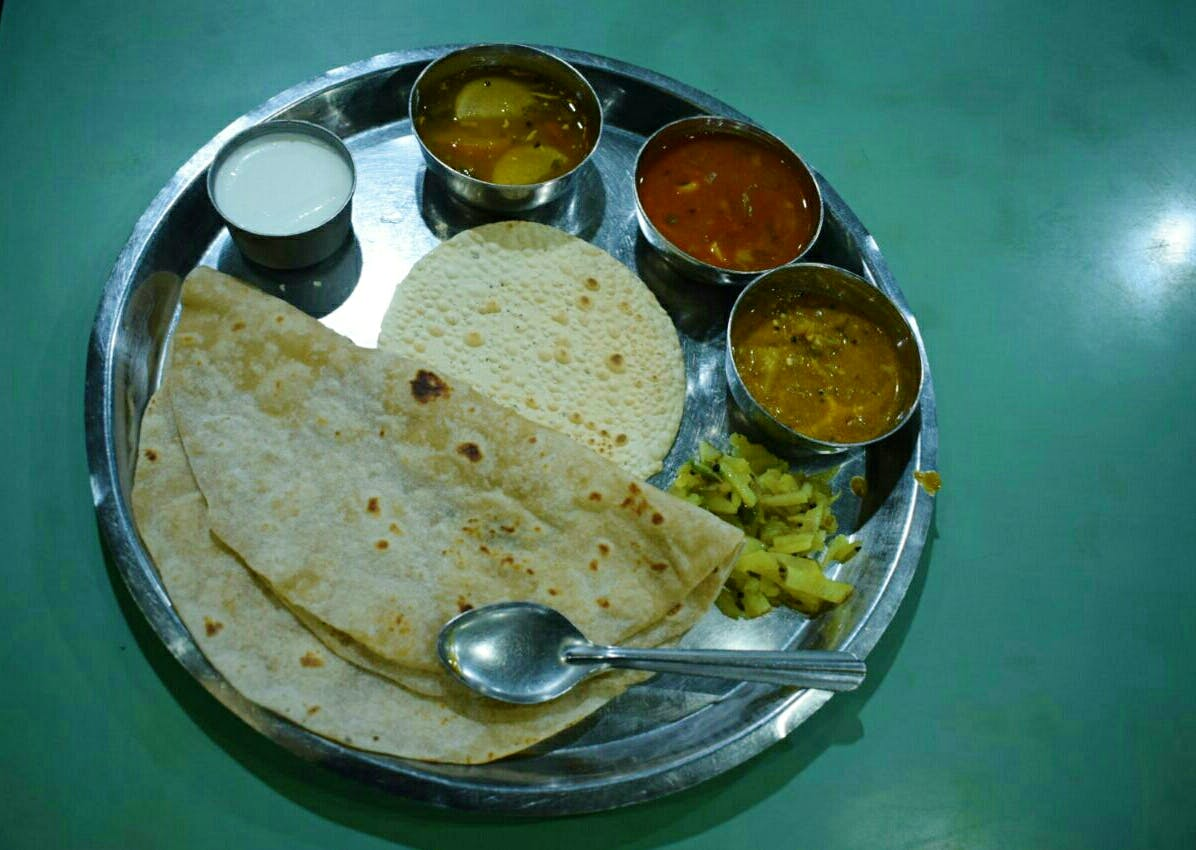 Dish,Food,Cuisine,Chapati,Roti,Ingredient,Indian cuisine,Bhakri,Papadum,Flatbread