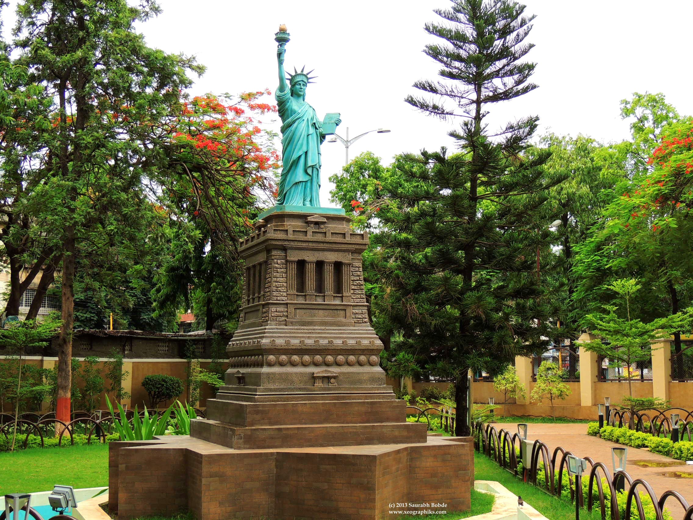 Visit Yashwantrao Chavan Garden To Witness Wonderful Sculptures Of All The Seven Wonders Of The World
