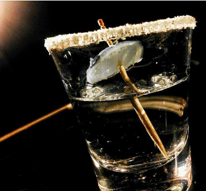 Water,Drink,Ice cube,Rusty nail,Alcohol,Distilled beverage,Glass,Cocktail,Old fashioned glass,Ice