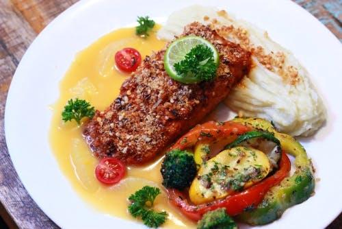 Dish,Cuisine,Food,Ingredient,Garnish,Produce,À la carte food,Sole meunière,Recipe,Meat