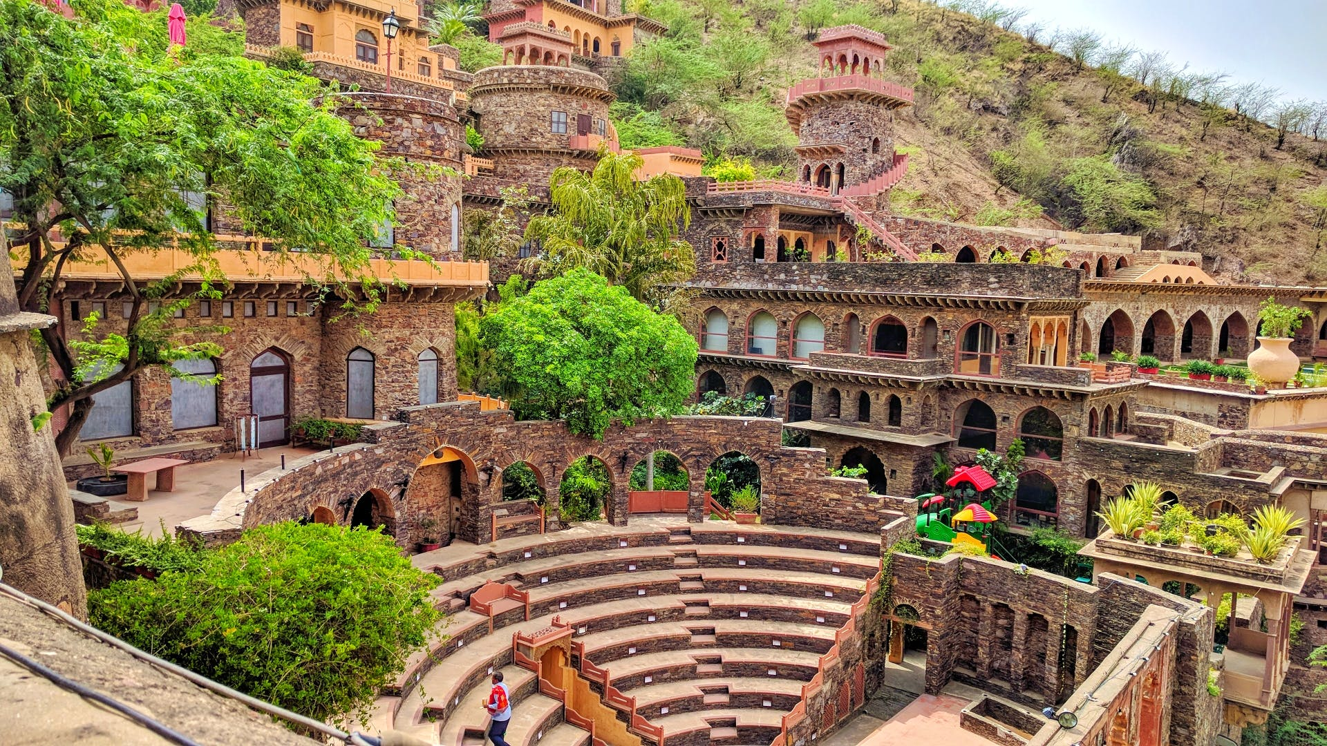 Landmark,Historic site,Building,Ancient history,Architecture,Human settlement,Tourism,Ruins,History,Amphitheatre