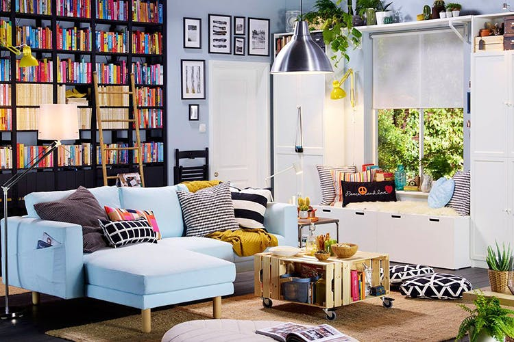 Living room,Furniture,Room,Interior design,Couch,Shelf,Wall,Shelving,Property,Home