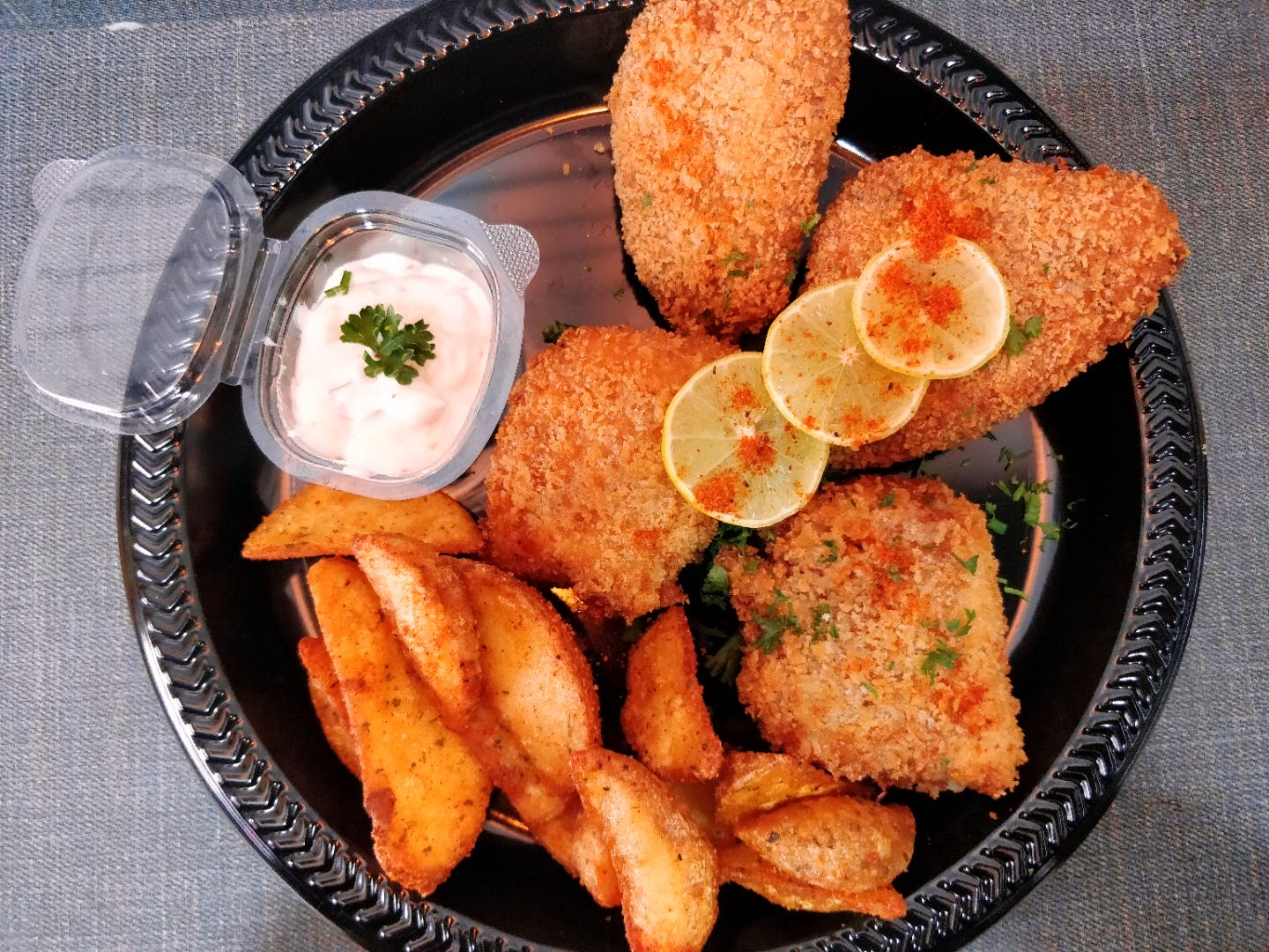 Dish,Food,Cuisine,Fried food,Deep frying,Ingredient,Fritter,Produce,Staple food,Tzatziki