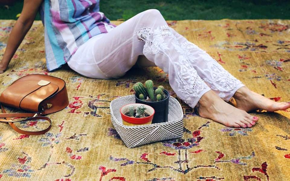 Picnic,Leg,Grass,Textile,Table,Hand,Recreation,Plant,Flooring,Vegetarian food
