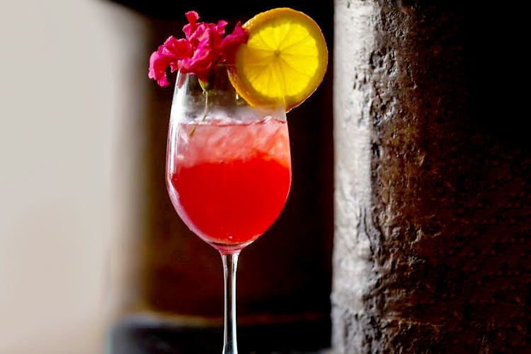 Drink,Classic cocktail,Cocktail,Non-alcoholic beverage,Alcoholic beverage,Wine cocktail,Juice,Woo woo,Cocktail garnish,Pink lady