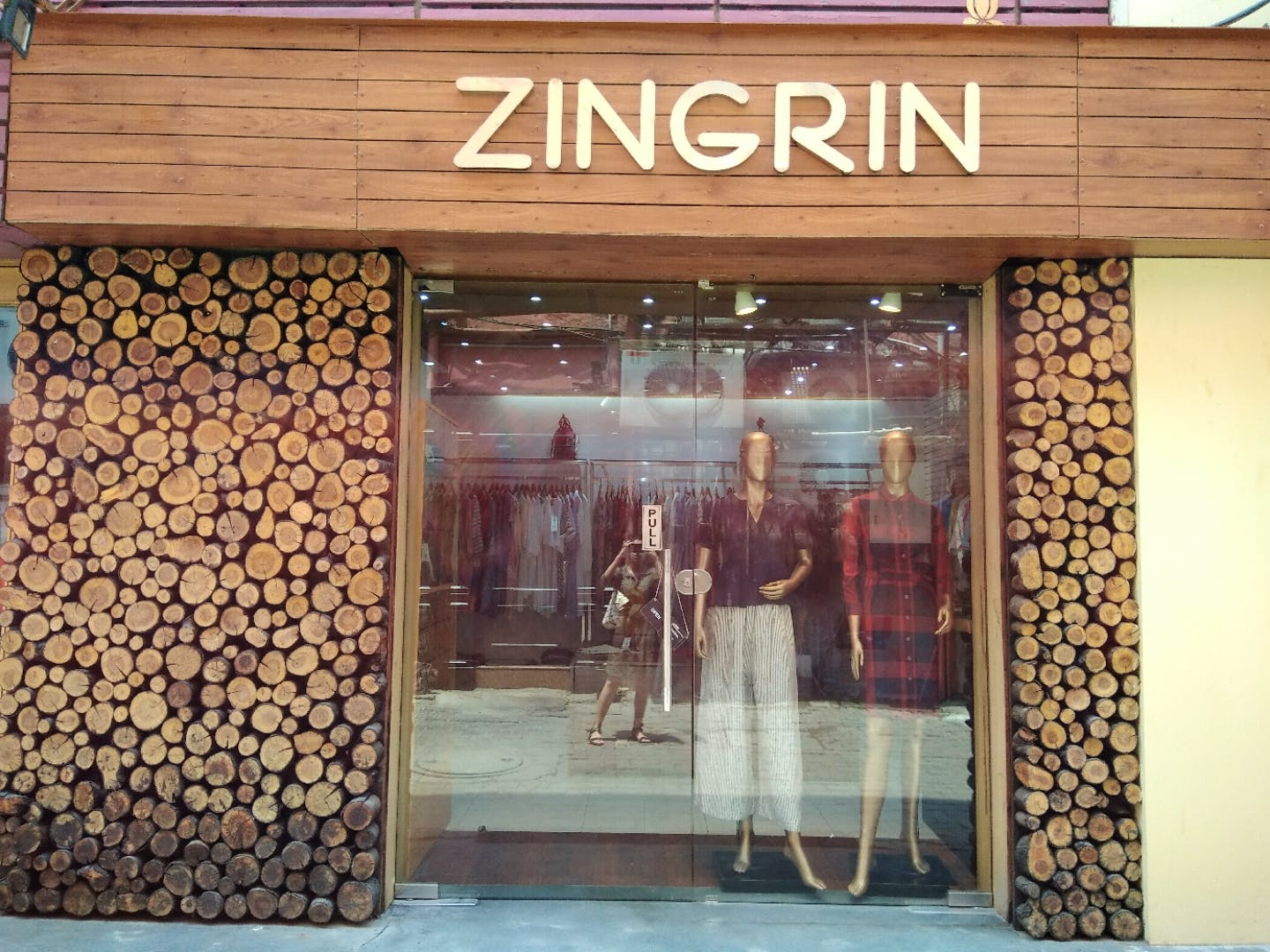 Display window,Building,Retail,Boutique,Door,Outlet store,Facade,Display case,Bakery,Window