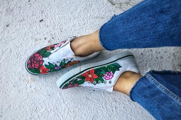 Footwear,Shoe,Ankle,Leg,Jeans,Denim,Plimsoll shoe,Slipper,Joint,Human leg