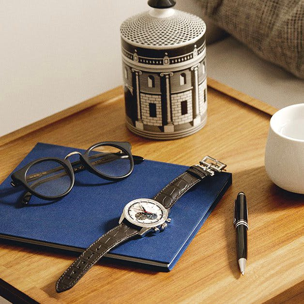 Glasses,Scissors,Wood,Table,Linens,Tableware,Placemat,Cutlery