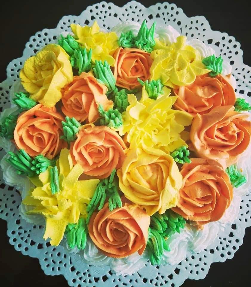 Buttercream,Bouquet,Rose,Flower,Icing,Cake decorating,Garden roses,Sugar paste,Plant,Cake