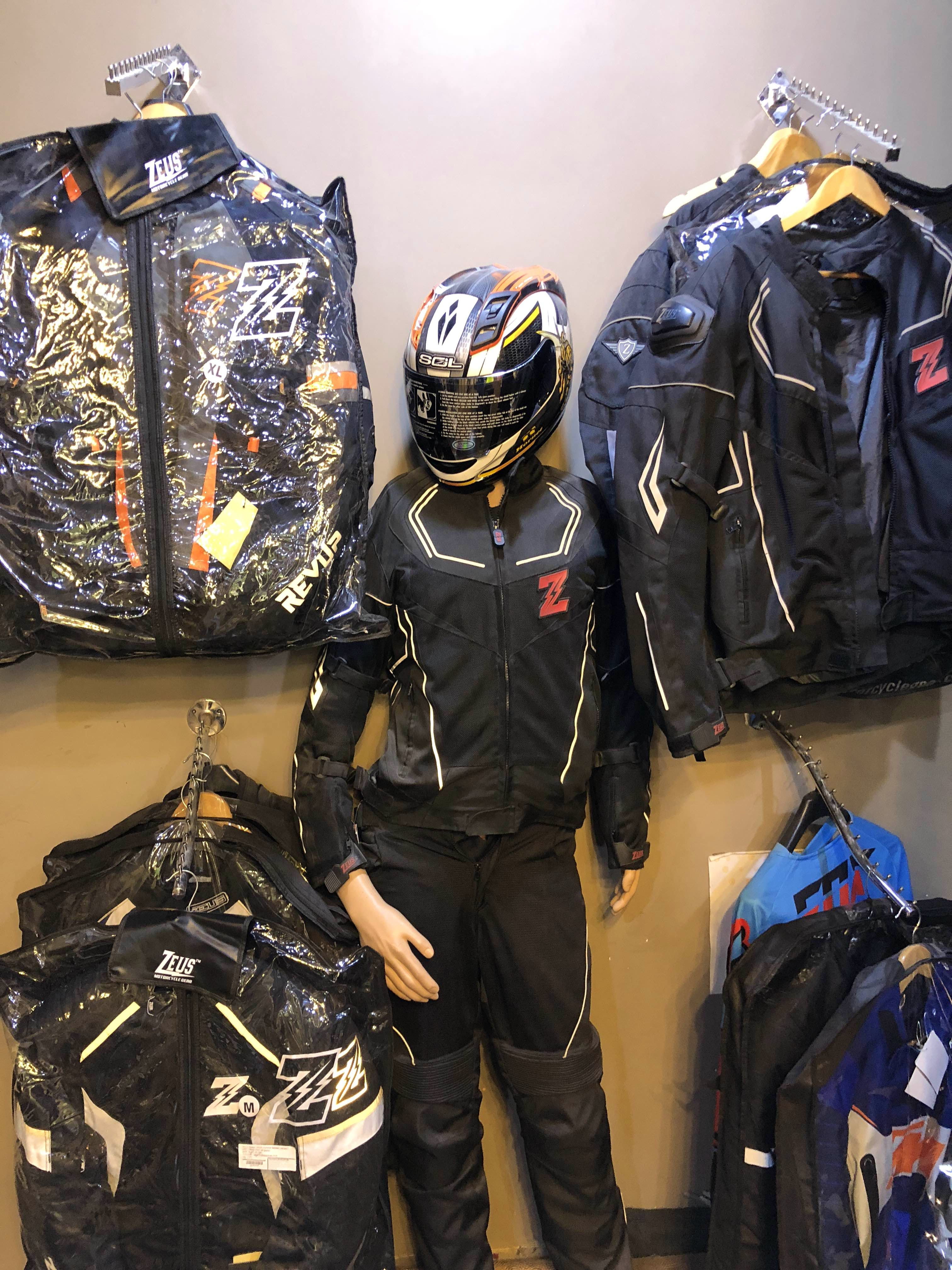 Personal protective equipment,Helmet,Motorcycle accessories,Sports gear,Motorcycle helmet,Jacket,Outerwear,Sportswear