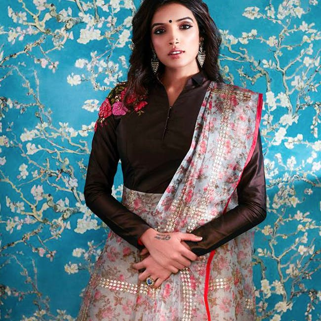 Clothing,Blue,Maroon,Turquoise,Pink,Silk,Textile,Formal wear,Photo shoot,Shawl