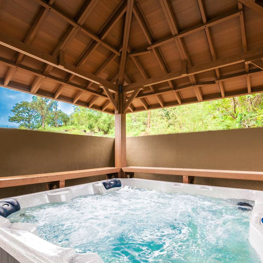 Swimming pool,Property,Leisure,Building,Ceiling,Jacuzzi,House,Real estate,Resort,Home