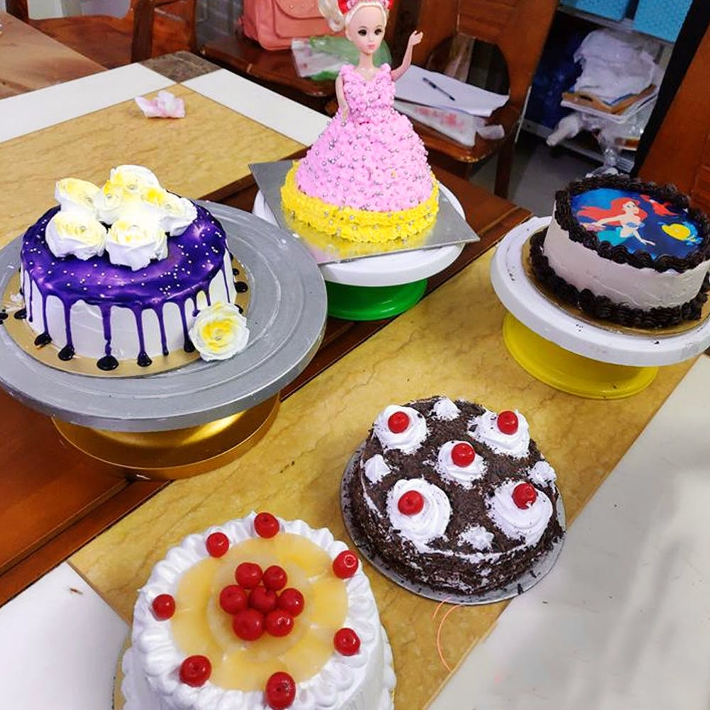 Food,Cake,Cake decorating,Sugar paste,Fondant,Sweetness,Dessert,Baking,Buttercream,Icing