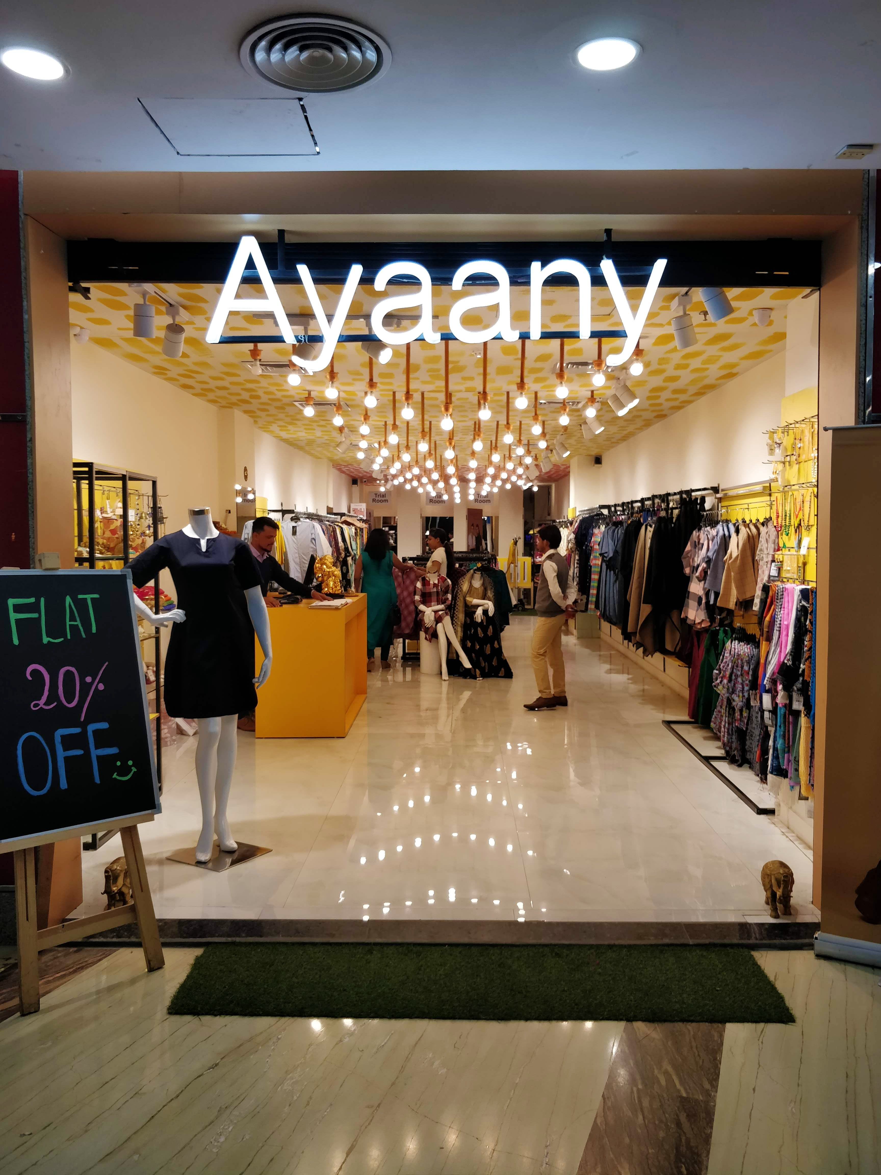 Outlet store,Boutique,Building,Shopping mall,Fashion,Retail,Shopping,Interior design,Lobby,Ceiling