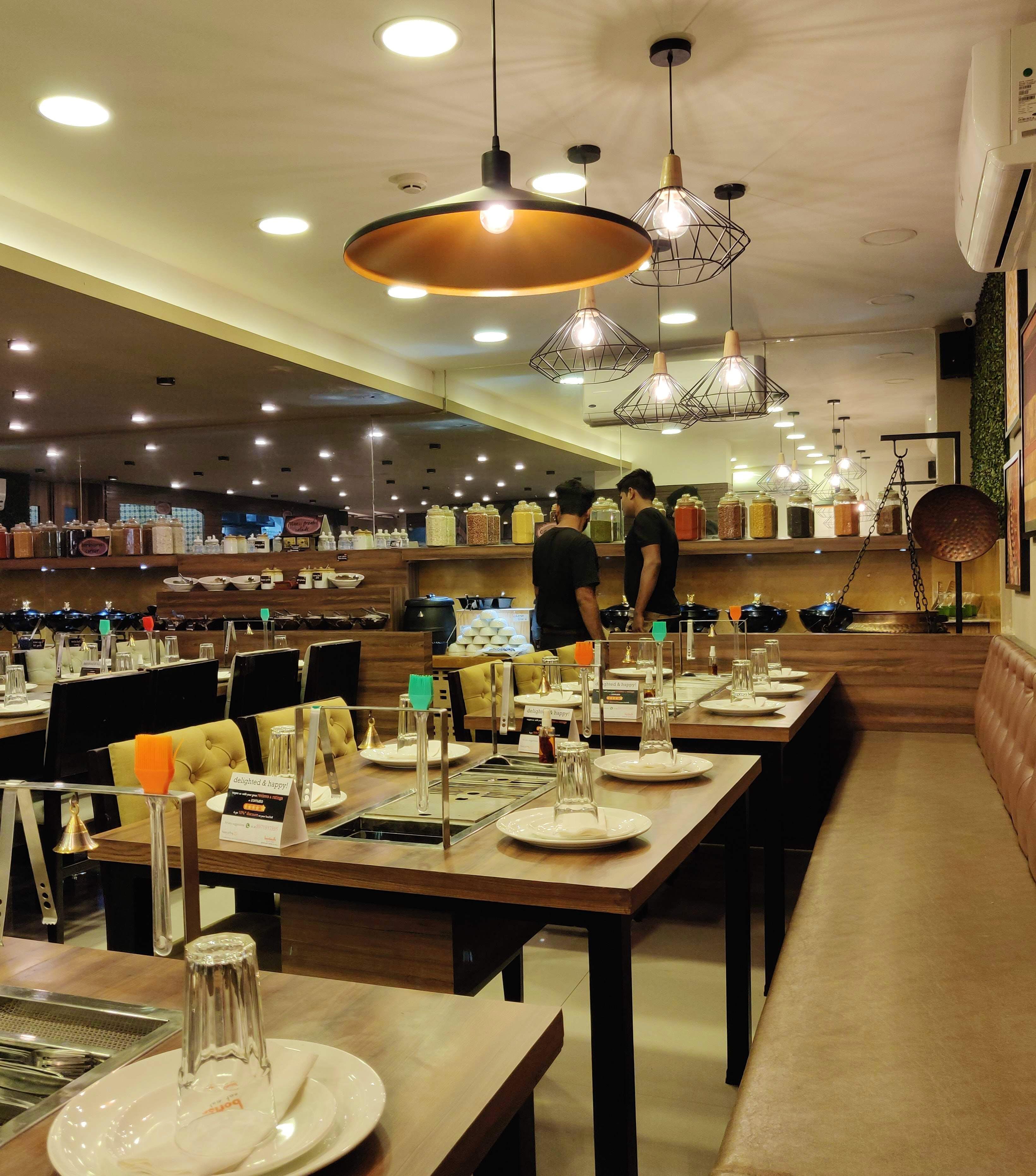 Restaurant,Building,Interior design,Table,Room,Ceiling,Cafeteria,Barware,Café,Furniture
