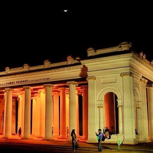Night,Landmark,Architecture,Light,Sky,Building,Column,Tourist attraction,Ancient roman architecture,Facade