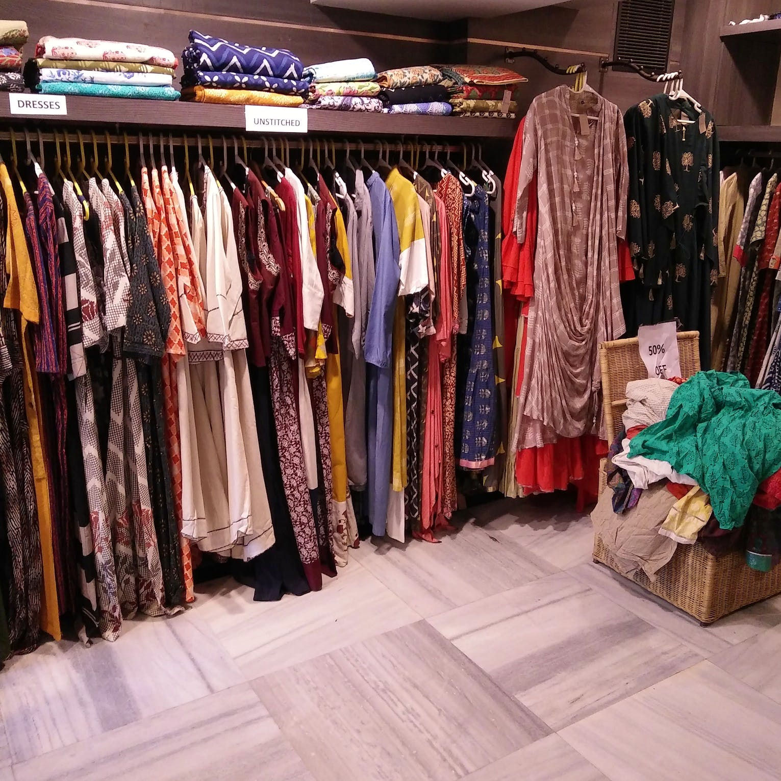 Boutique,Clothing,Closet,Room,Outlet store,Textile,Wardrobe,Retail,Furniture,Building