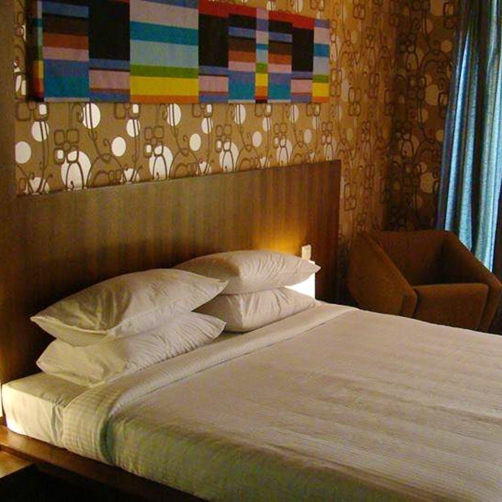Bedroom,Bed,Furniture,Room,Wall,Bed frame,Property,Interior design,Bed sheet,Suite