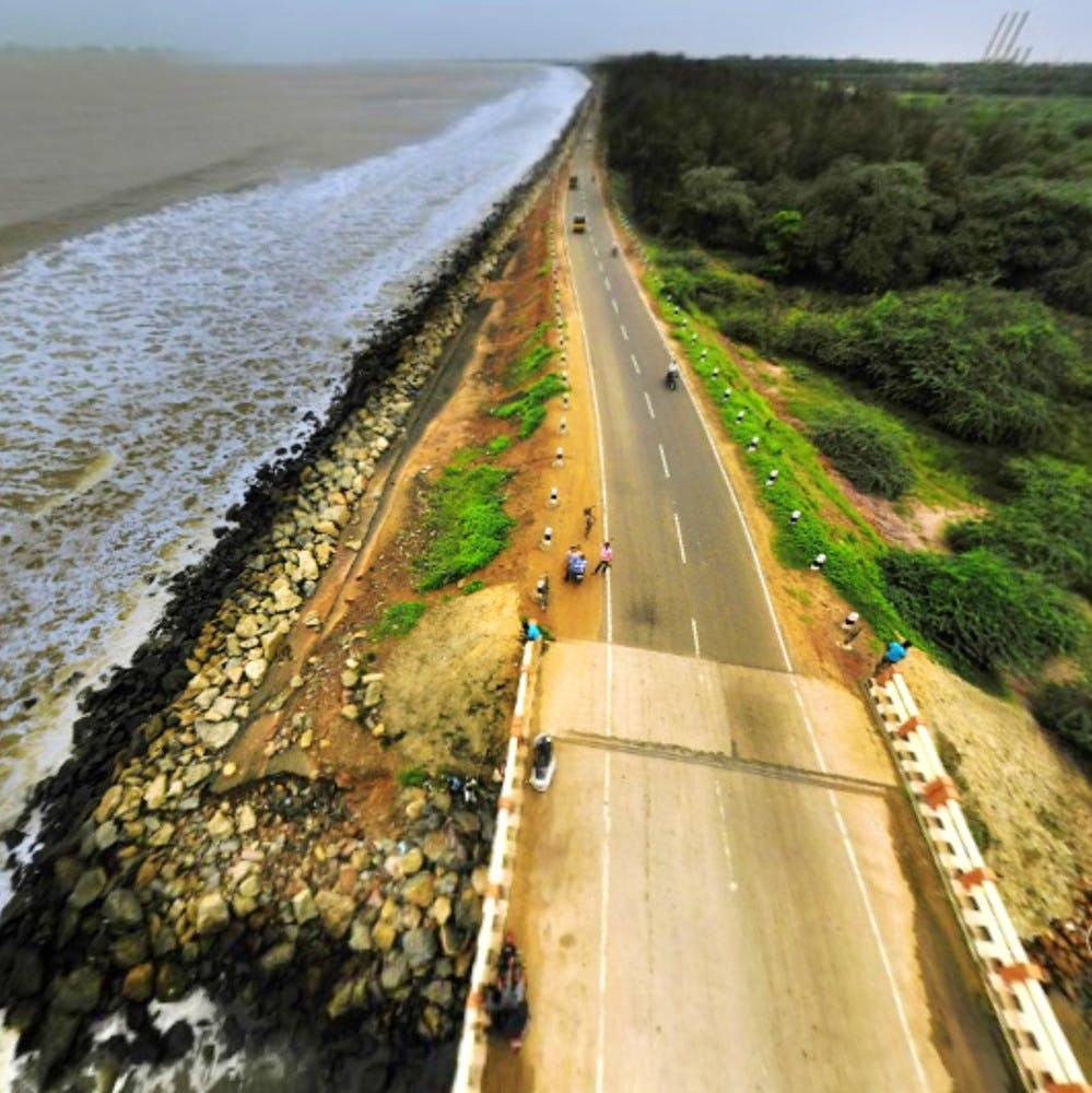 Road,Thoroughfare,Water resources,Infrastructure,Water,Highway,Waterway,Coast,Nonbuilding structure,Road surface