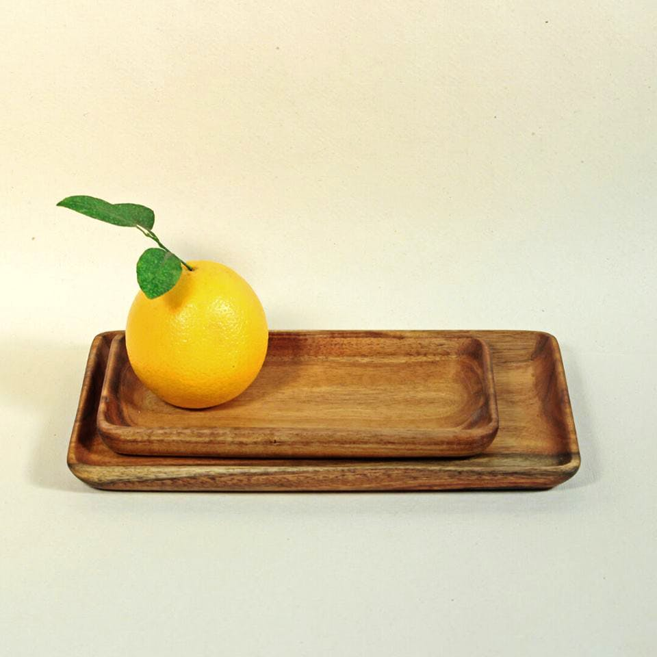 Yellow,Serveware,Wood,Tray,Fruit,Cutting board,Still life photography,Plate,Dishware,Tableware