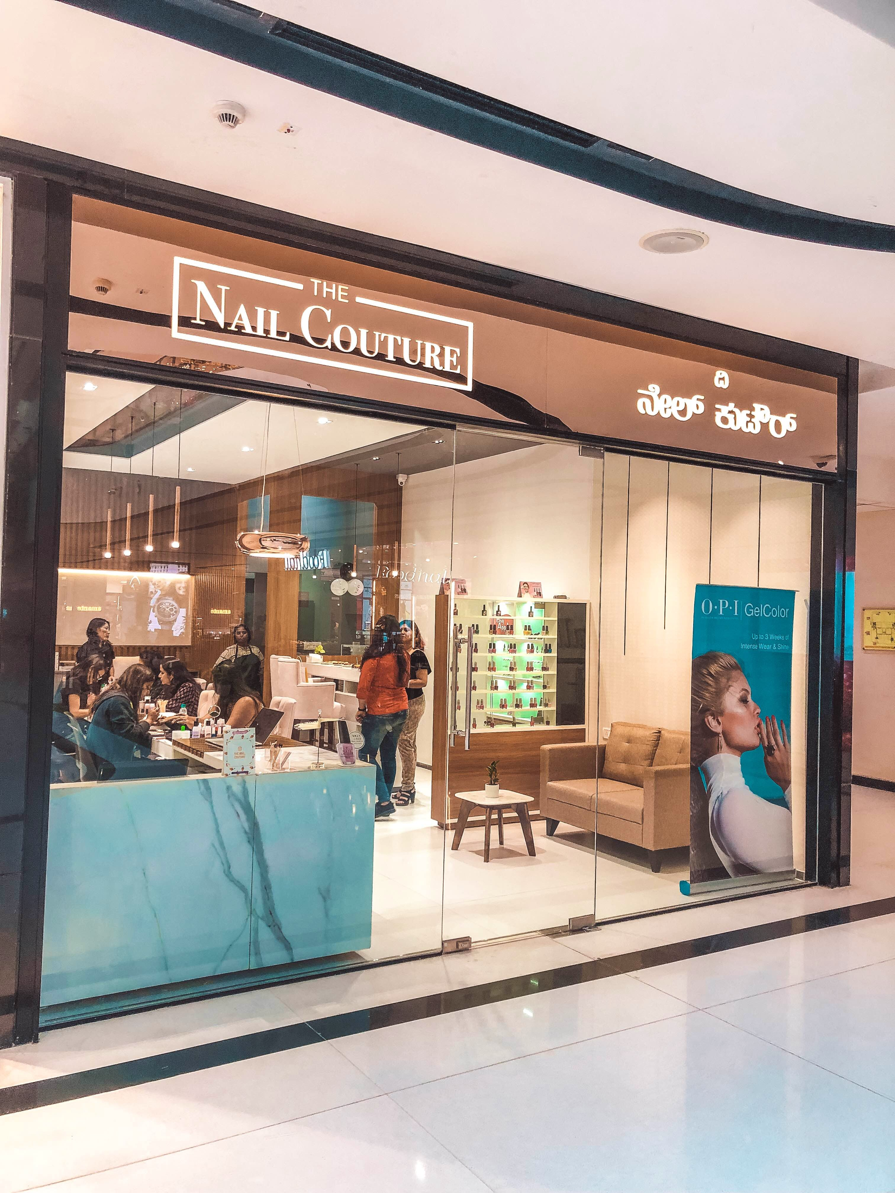 Building,Outlet store,Shopping mall,Boutique,Retail,Display window,Interior design
