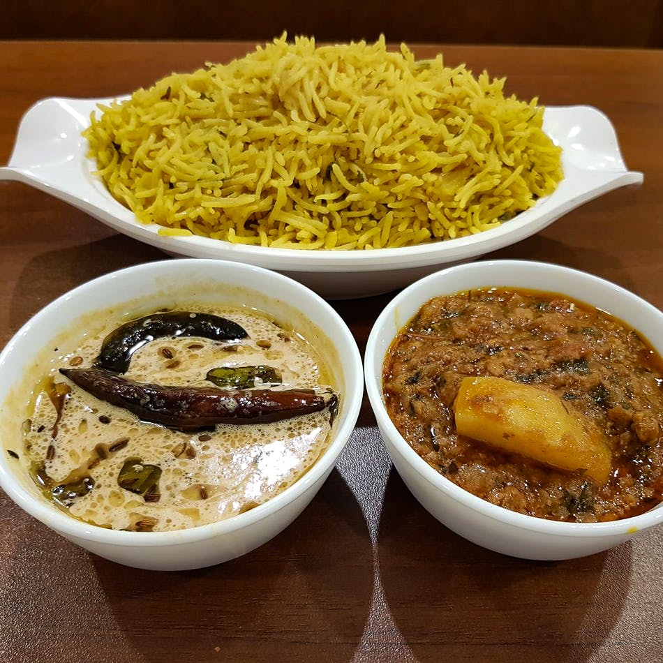 Dish,Food,Cuisine,Ingredient,Produce,Steamed rice,Comfort food,Lunch,Biryani,Curry