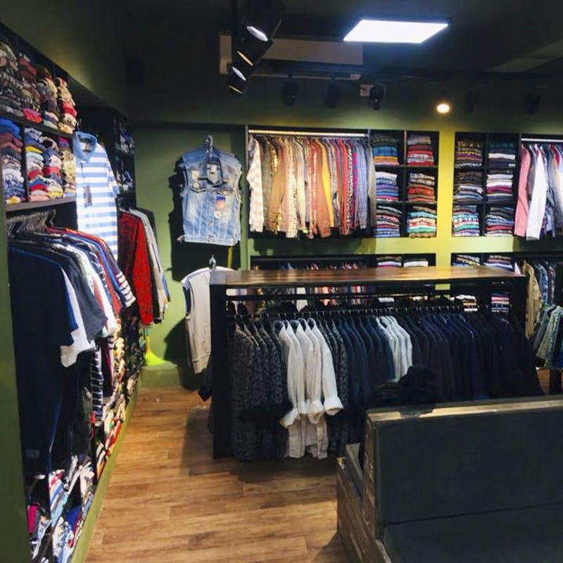 Room,Outlet store,Closet,Boutique,Building,Textile,Retail,T-shirt,Furniture,Shelf