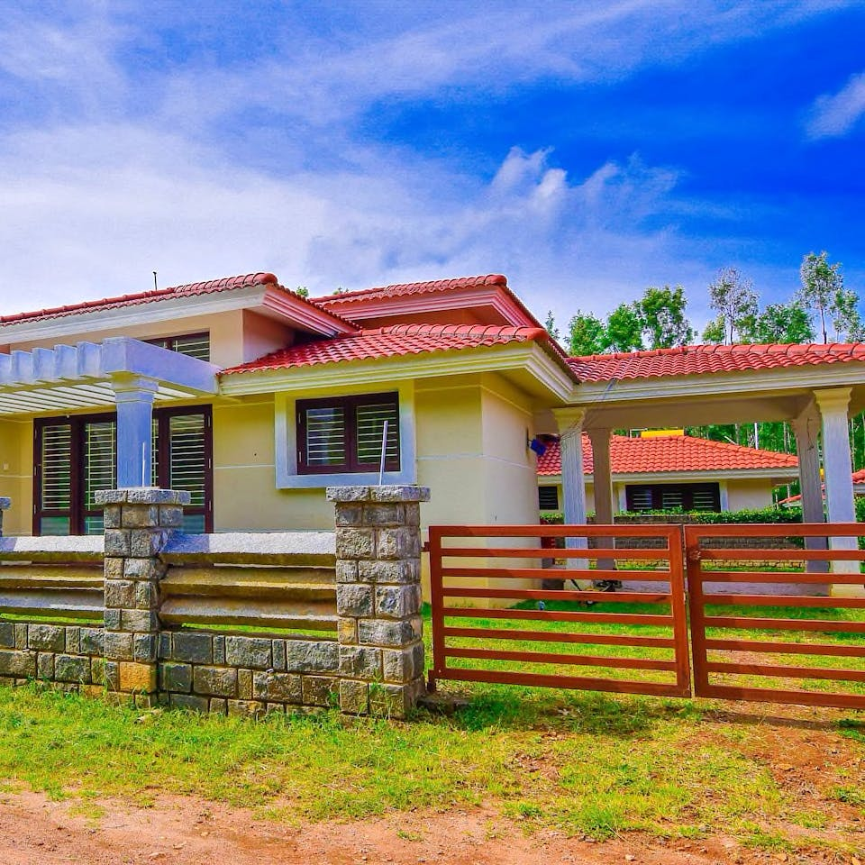House,Home,Property,Sky,Real estate,Architecture,Building,Rural area,Tree,Residential area