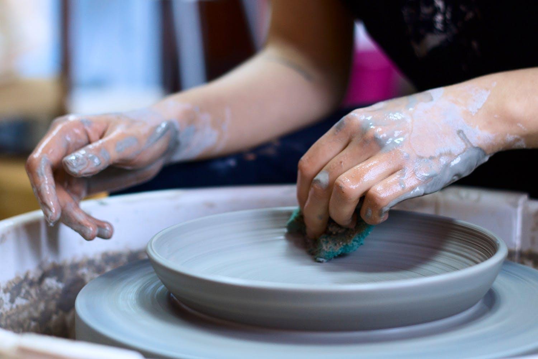 Wheel,Hand,Potter's wheel,Auto part,Pottery,Machine,Automotive wheel system,Nail,Art,Artisan