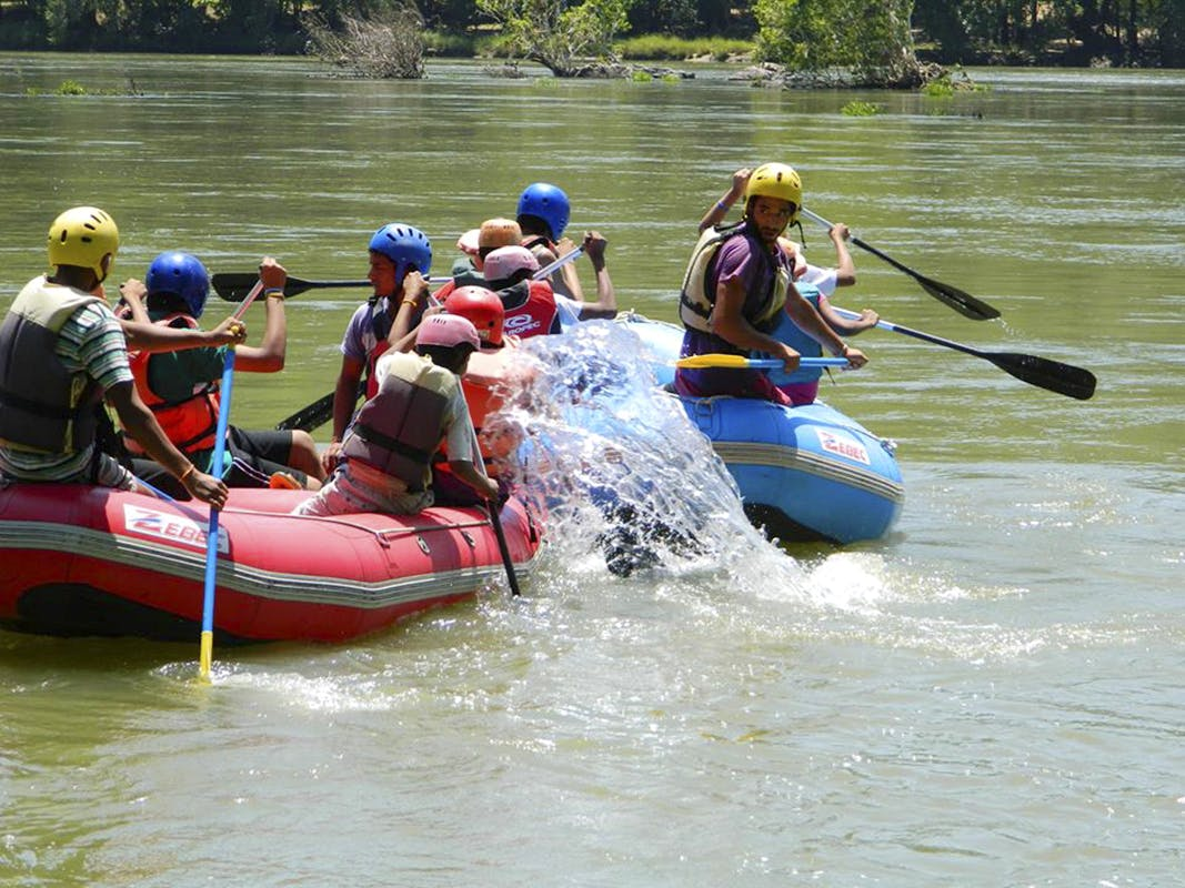 Water transportation,Rafting,Outdoor recreation,Oar,Paddle,Boats and boating--Equipment and supplies,Water sport,Raft,Vehicle,Boat