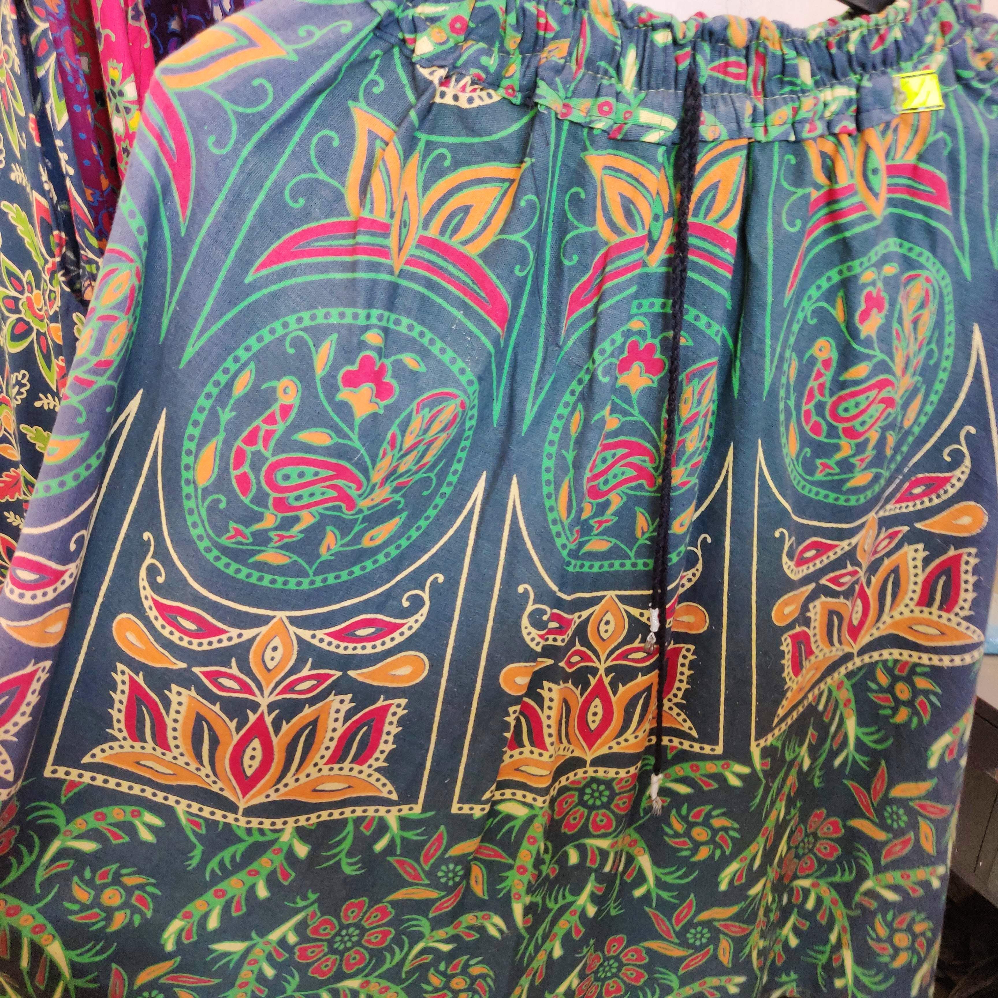 Clothing,Pattern,Visual arts,Motif,Textile,Art,Design,Paisley,Pattern,Sleeve