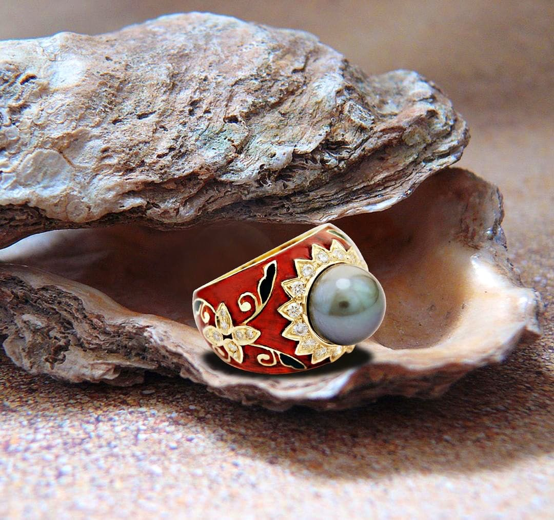 Pearl,Fashion accessory,Jewellery,Rock,Silver,Gemstone,Natural material,Ring,Bivalve,Shell