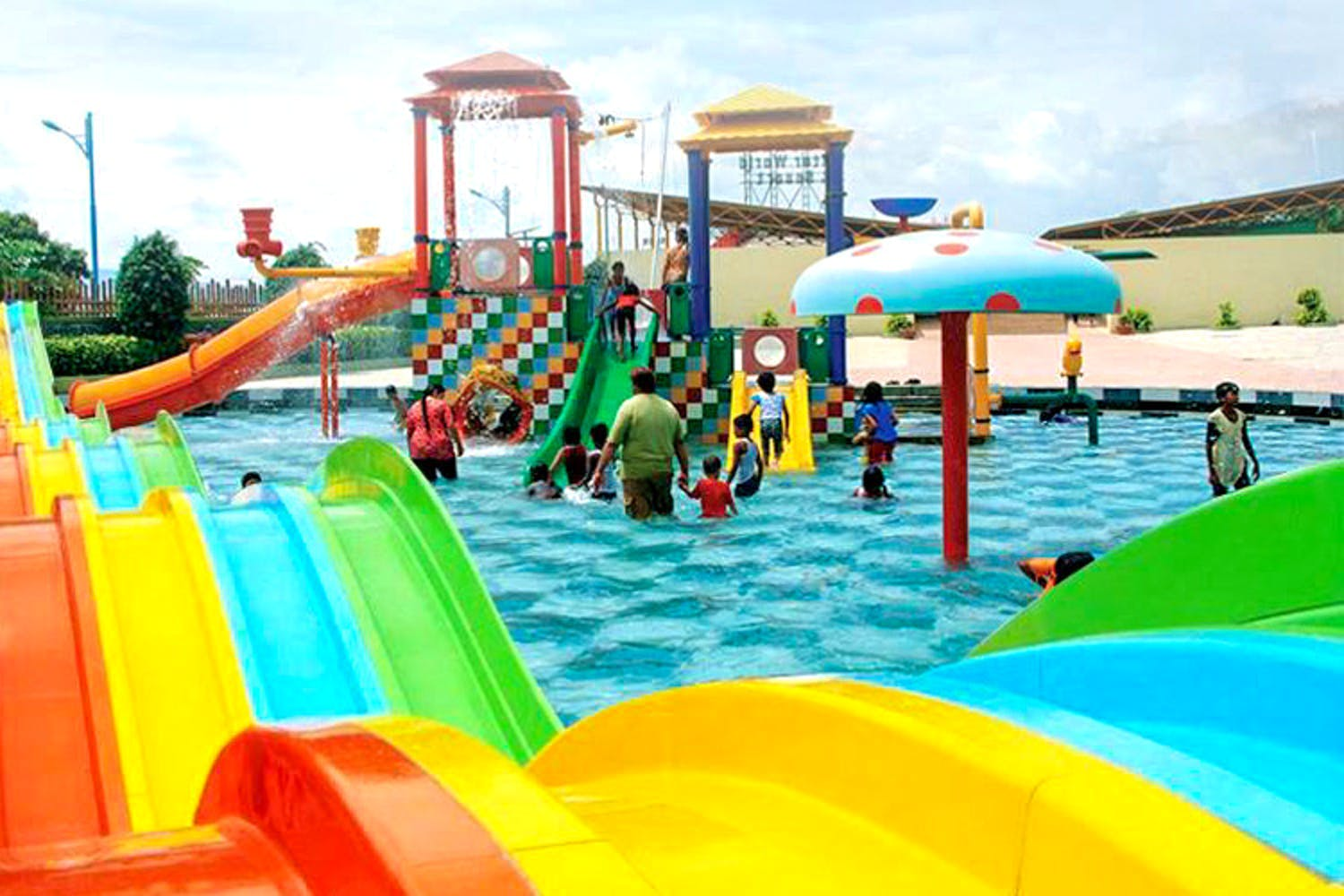 Water park,Fun,Leisure,Chute,Amusement park,Playground,Public space,Outdoor play equipment,Aqua,Recreation