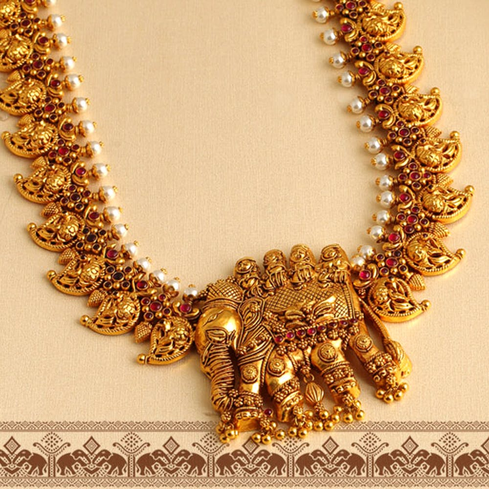 Necklace,Jewellery,Gold,Fashion accessory,Chain,Body jewelry,Gold,Metal,Neck,Jewelry making