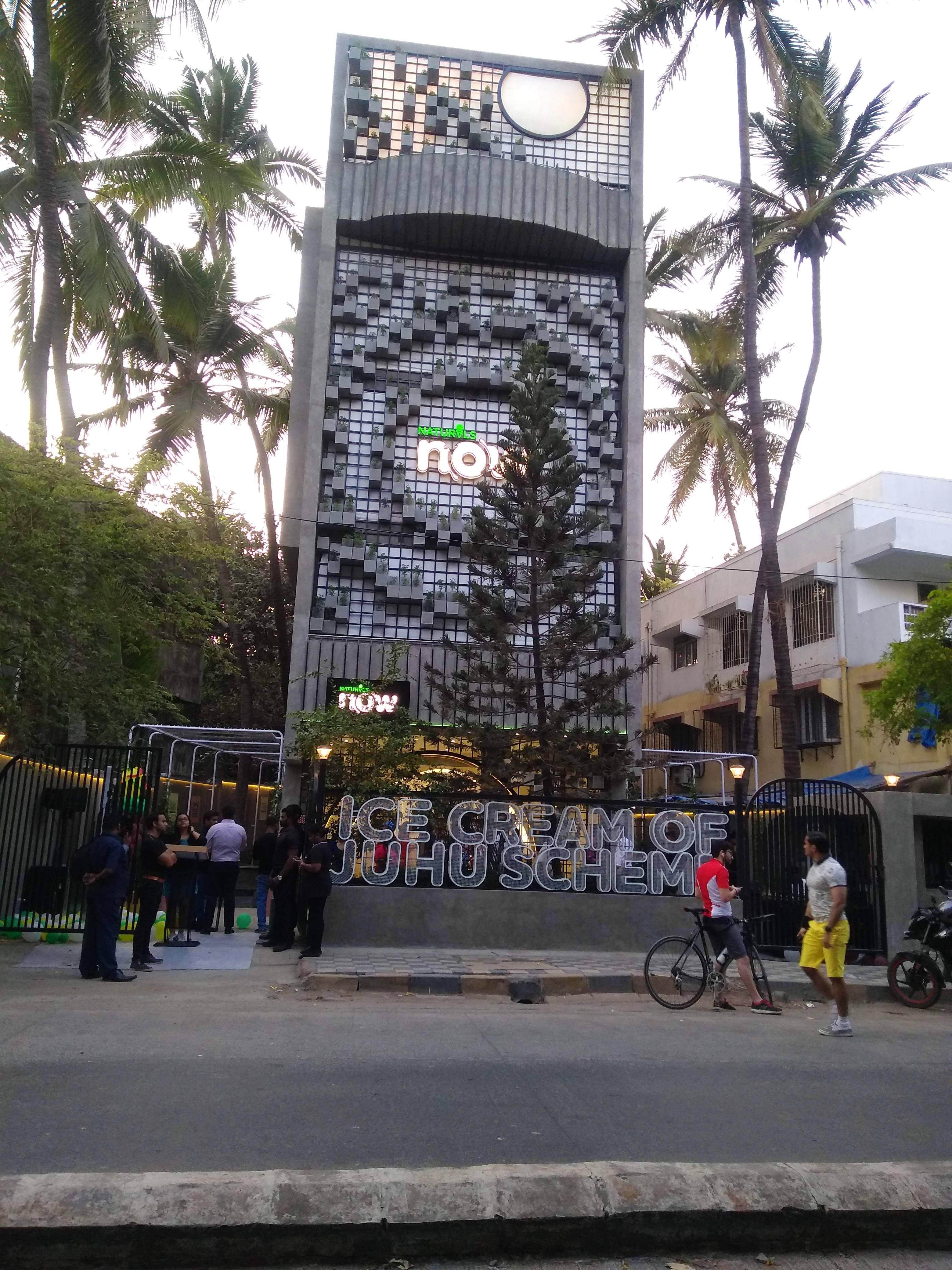 Metropolitan area,Architecture,Urban area,Tree,Building,City,Tower,Facade,Leisure,Street