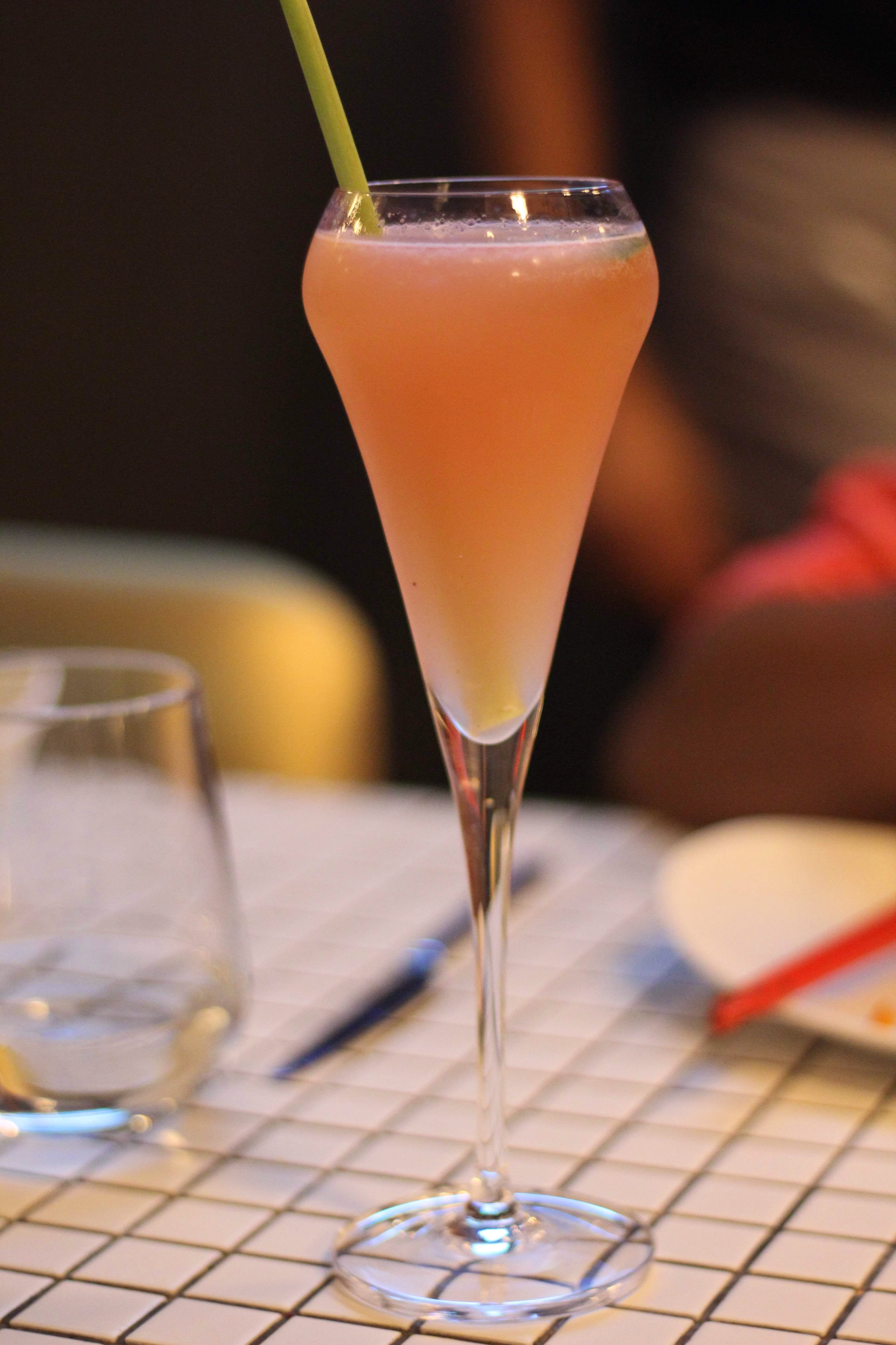 Drink,Alcoholic beverage,Cocktail,Non-alcoholic beverage,Classic cocktail,Bellini,Food,Juice,Distilled beverage,Champagne cocktail