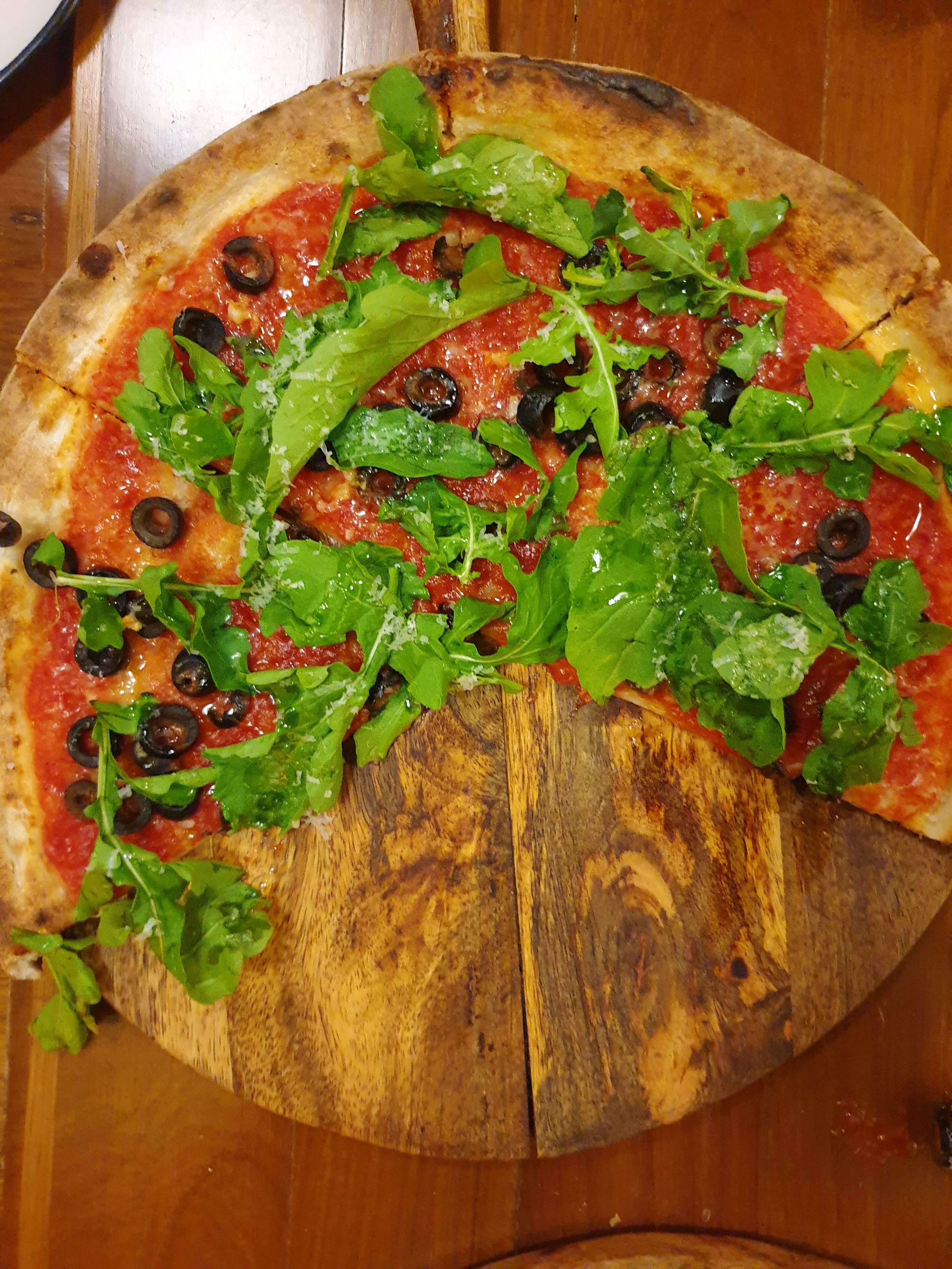 Dish,Food,Cuisine,Ingredient,Pizza,California-style pizza,Flatbread,Leaf vegetable,Meat,Comfort food