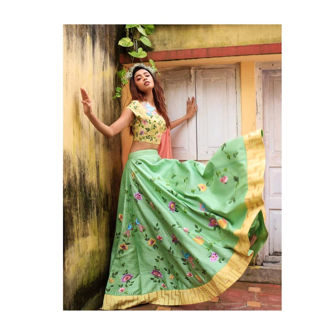 Clothing,Green,Dress,Formal wear,Gown,Yellow,Beauty,Pink,A-line,Shoulder