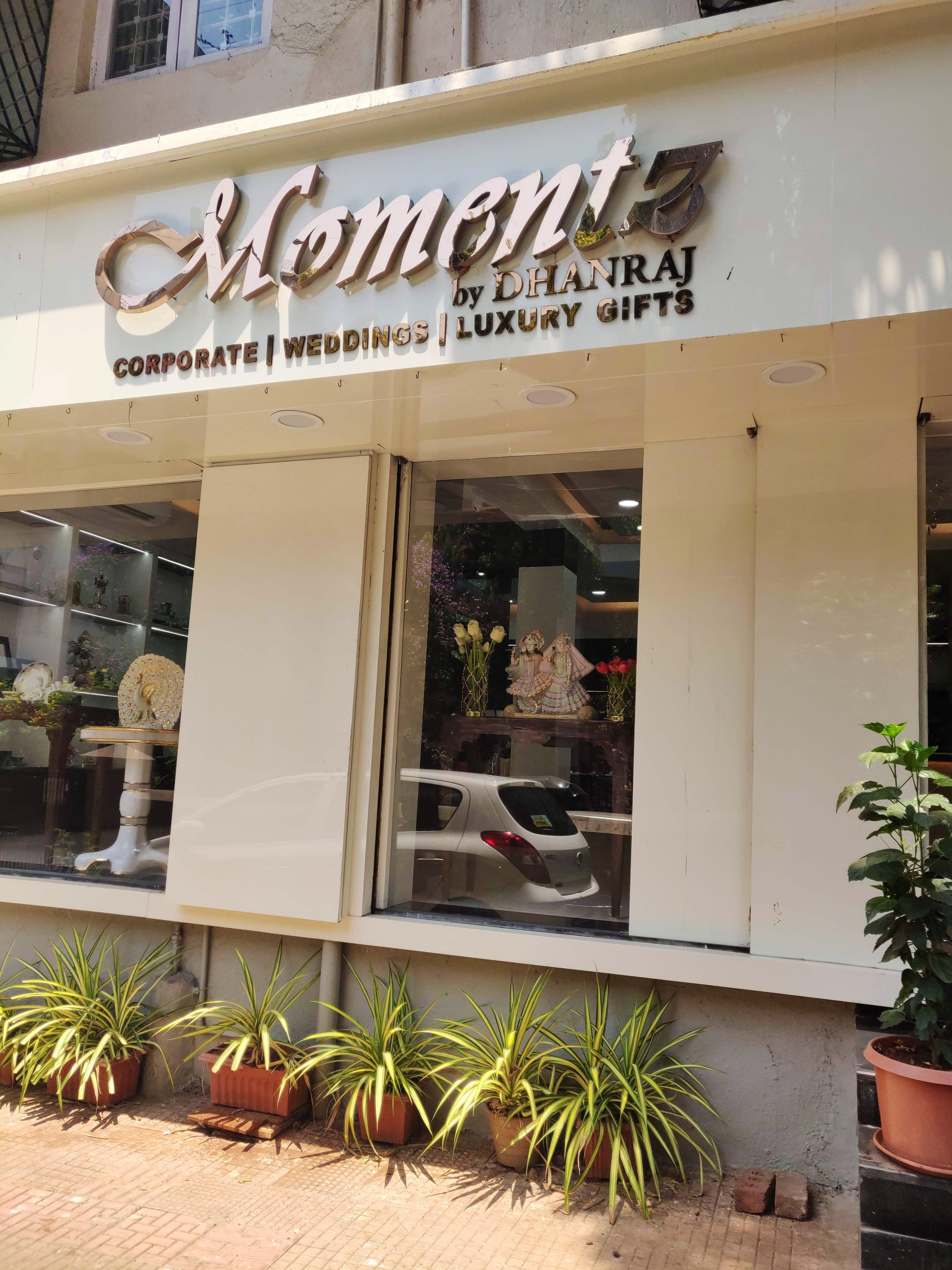 Building,Restaurant,Real estate,Outlet store,Facade,Signage,Cuisine
