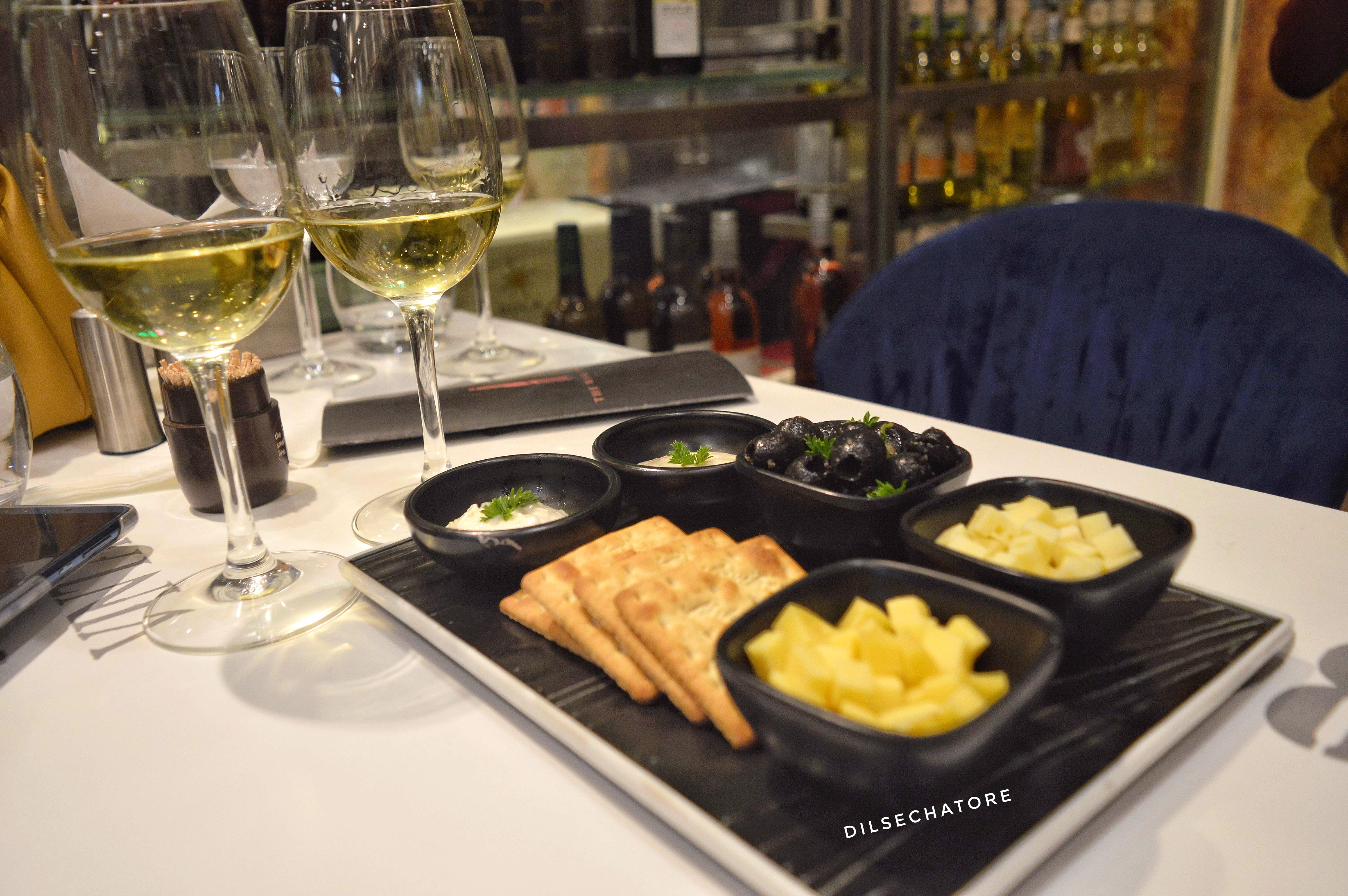 Dish,Food,Cuisine,Meal,Ingredient,Wine,Brunch,À la carte food,Wine glass,appetizer