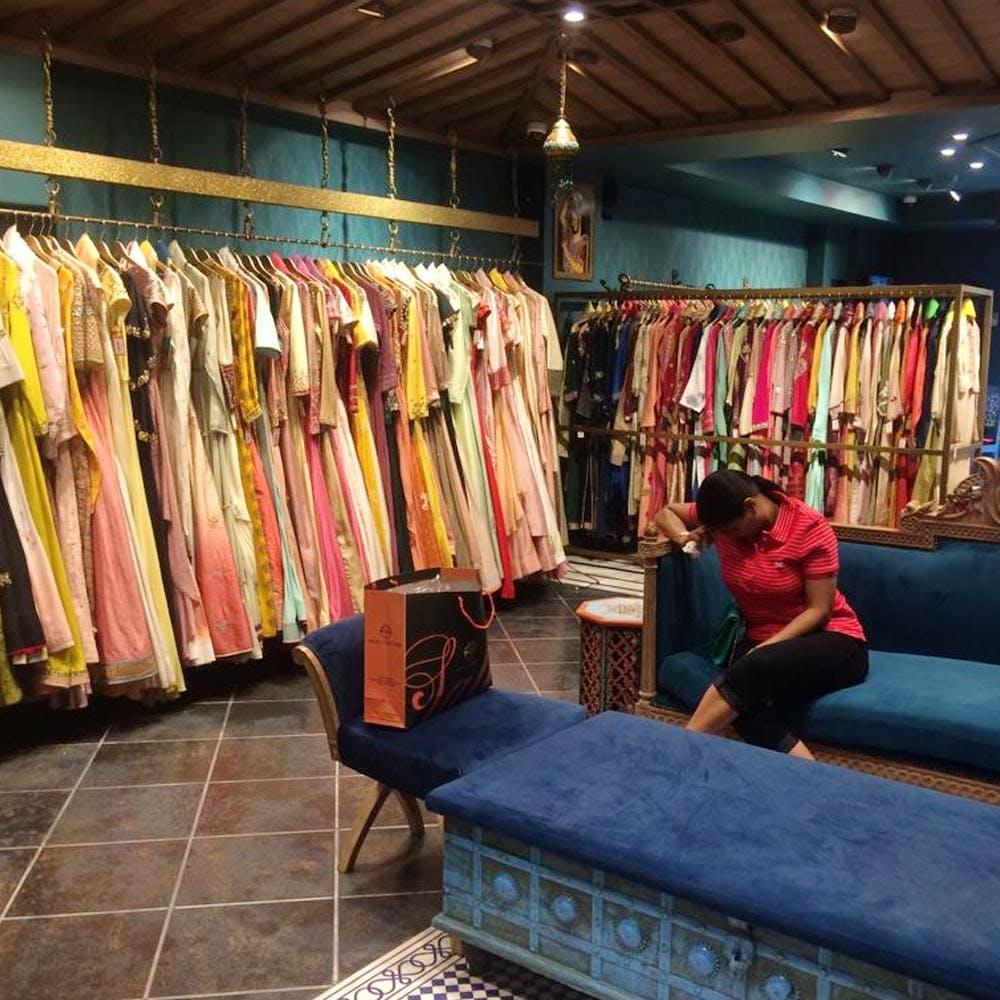 Boutique,Textile,Room,Retail,Building,Bazaar,Outlet store,Flooring