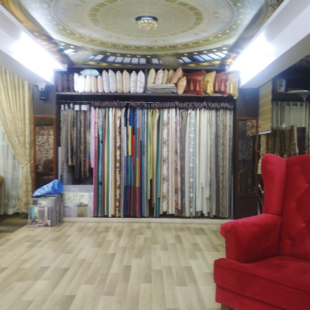 Ceiling,Interior design,Floor,Room,Property,Building,Wall,Curtain,Furniture,Flooring