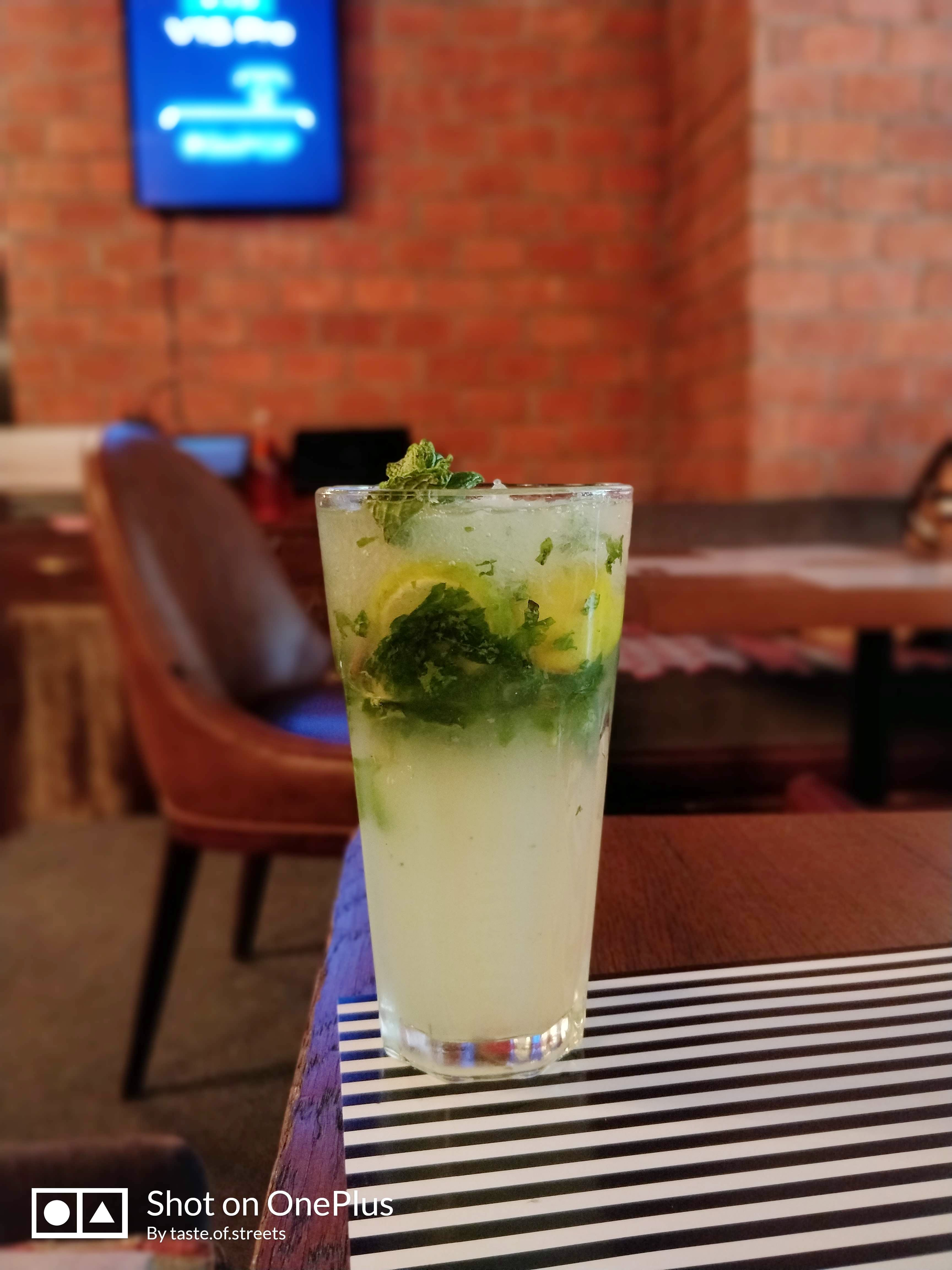 Drink,Mojito,Non-alcoholic beverage,Food,Cocktail garnish,Cocktail,Distilled beverage