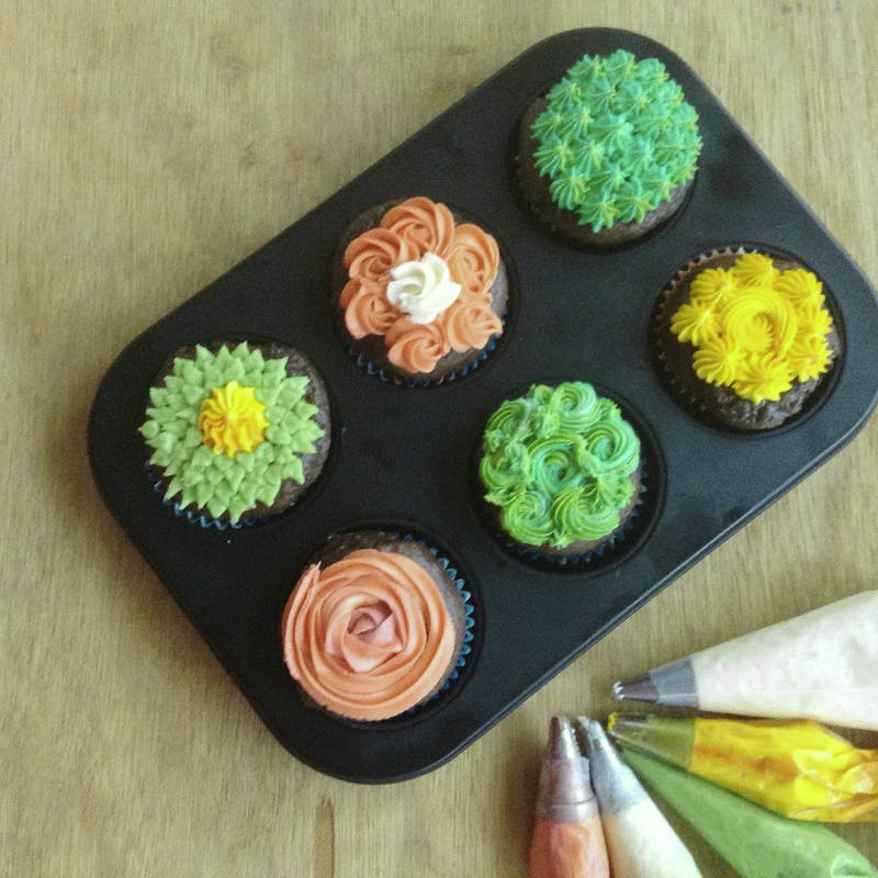 Baking,Orange,Cupcake,Food,Sweetness,Dessert,Food coloring,Cake decorating,Muffin,Cake