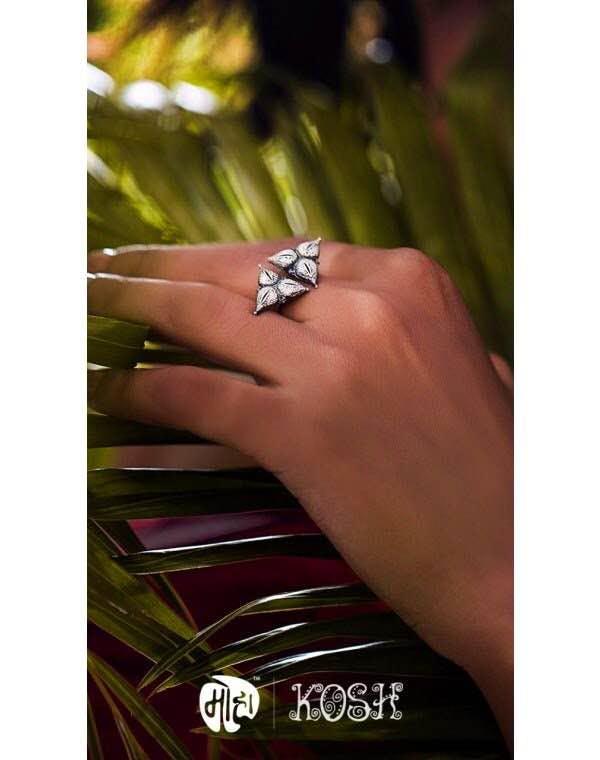 Ring,Finger,Engagement ring,Fashion accessory,Jewellery,Nail,Hand,Wedding ring,Diamond,Titanium ring