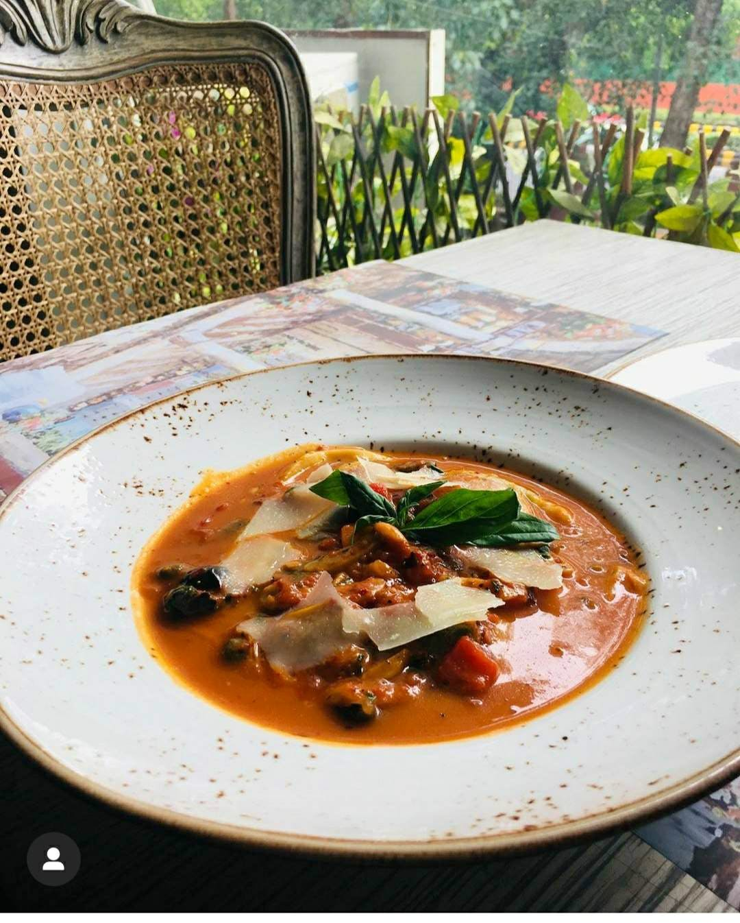 Dish,Food,Cuisine,Ingredient,Produce,Recipe,Meat,Red curry,Soup,Lunch