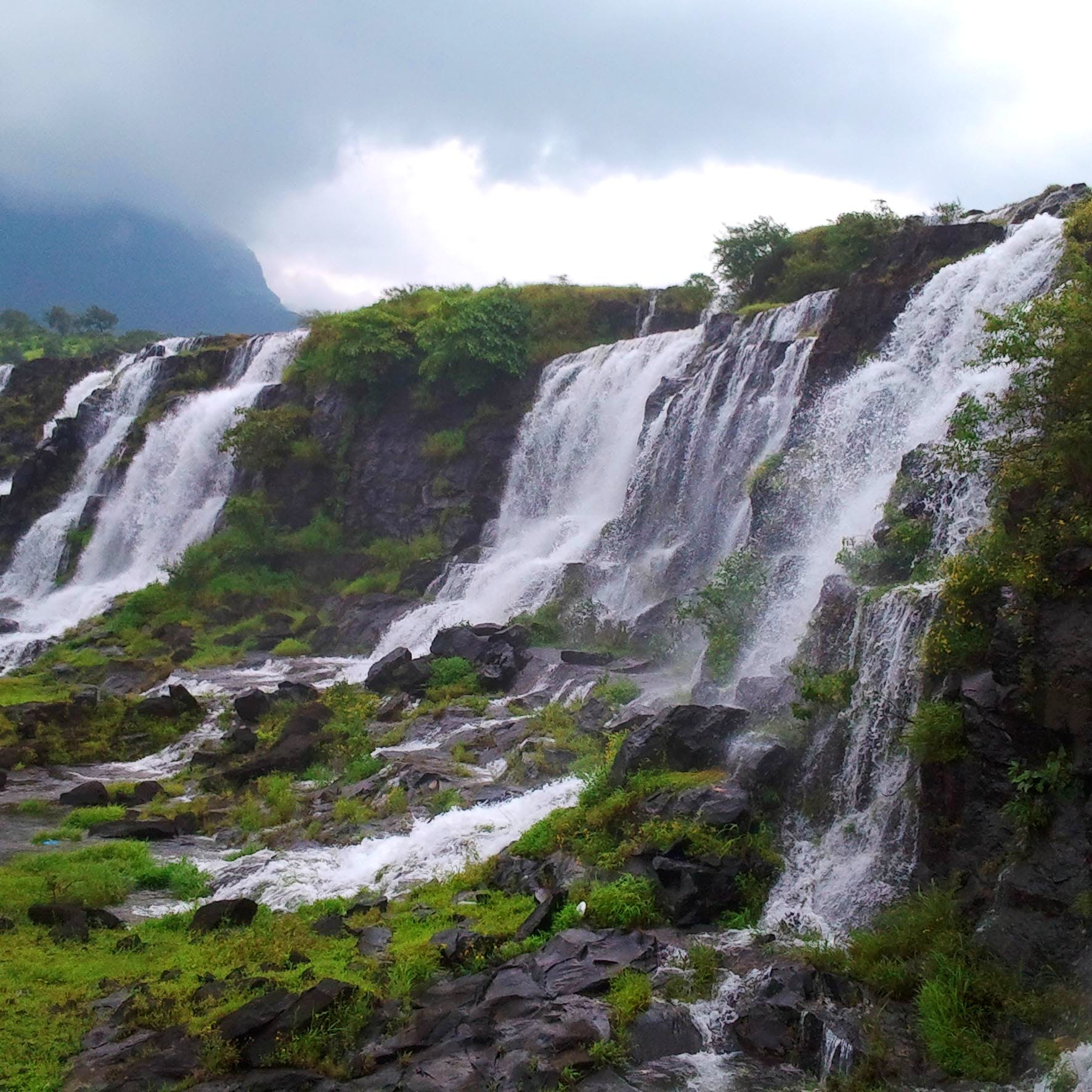 Waterfall,Water resources,Body of water,Natural landscape,Nature,Water,Watercourse,Nature reserve,Vegetation,Chute