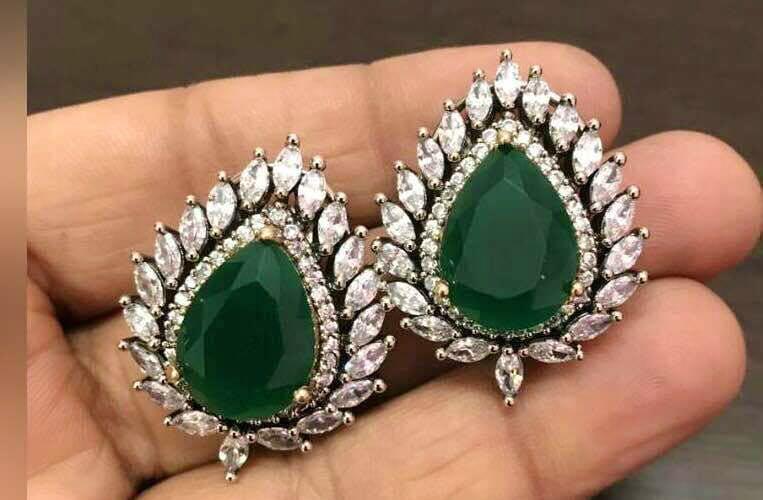 Jewellery,Fashion accessory,Emerald,Gemstone,Green,Earrings,Body jewelry,Diamond,Jade,Turquoise