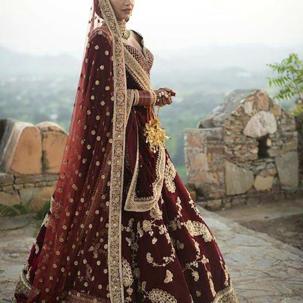 Maroon,Clothing,Sari,Lady,Formal wear,Tradition,Dress,Outerwear,Textile,Photography